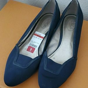 Brand new wedge style dress shoes